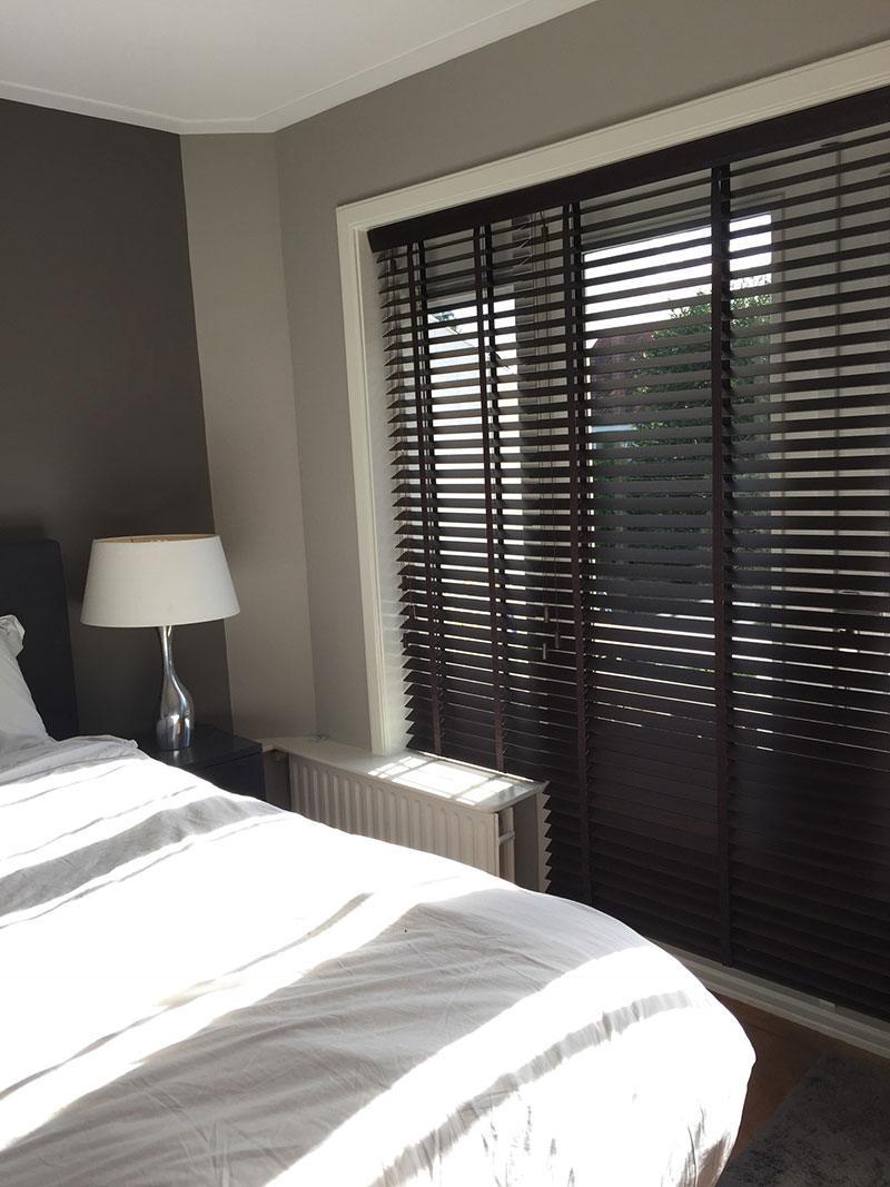 Raamdecoratie slaapkamer hilversum de huiskamer for Raamdecoratie hout